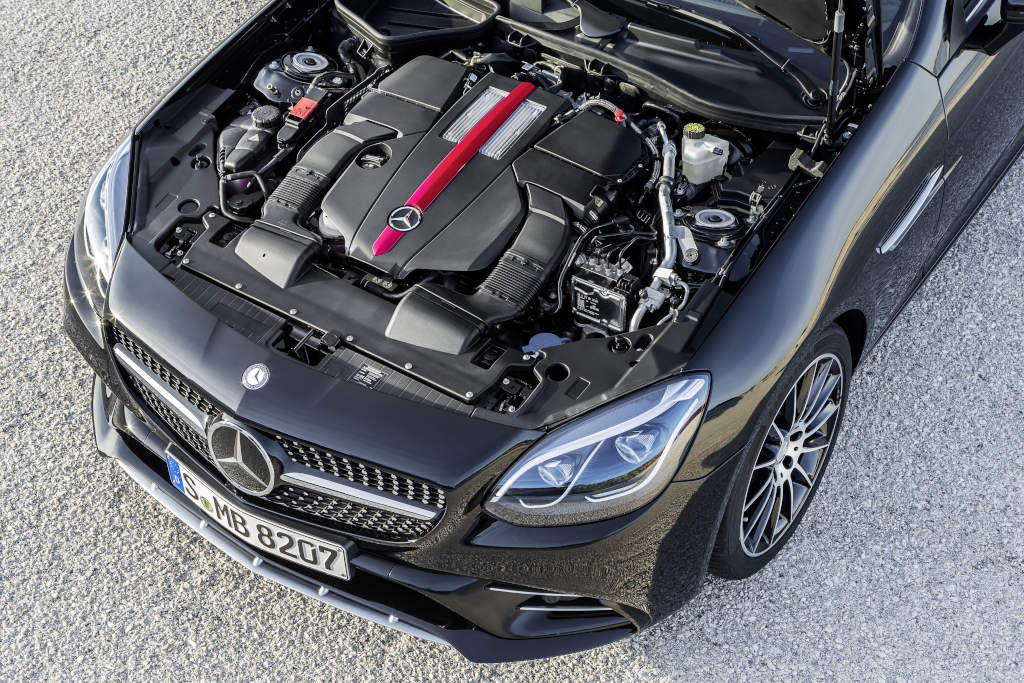 Mercedes-AMG SLC 43, Motorraum, Sechszylinder, 270 kW (367 PS) Mercedes-AMG SLC 43, six cylinder engine, 270 kW (367 hp)
